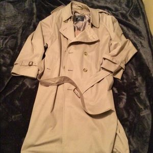 BURBERRY Trench Coat with removable lining.